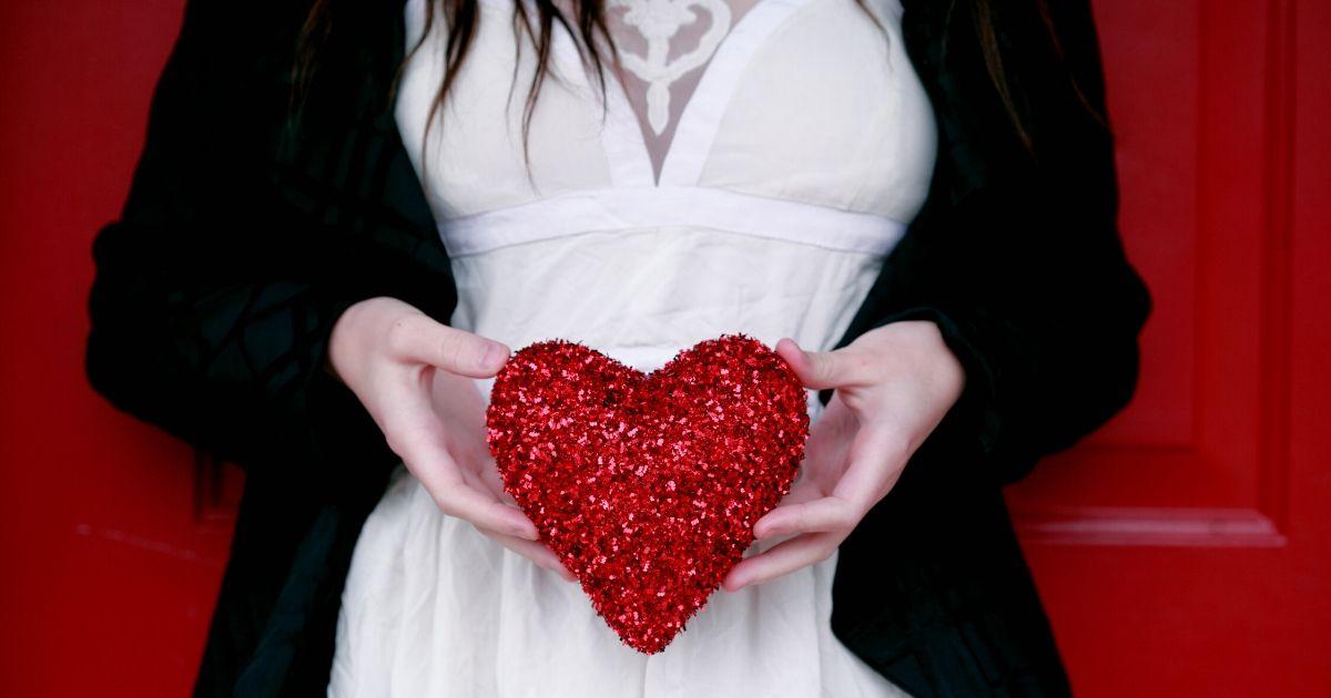 estudo confirma as mulheres ficam mais romanticas depois de comerem - Estudo confirma: as mulheres ficam mais românticas depois de comerem