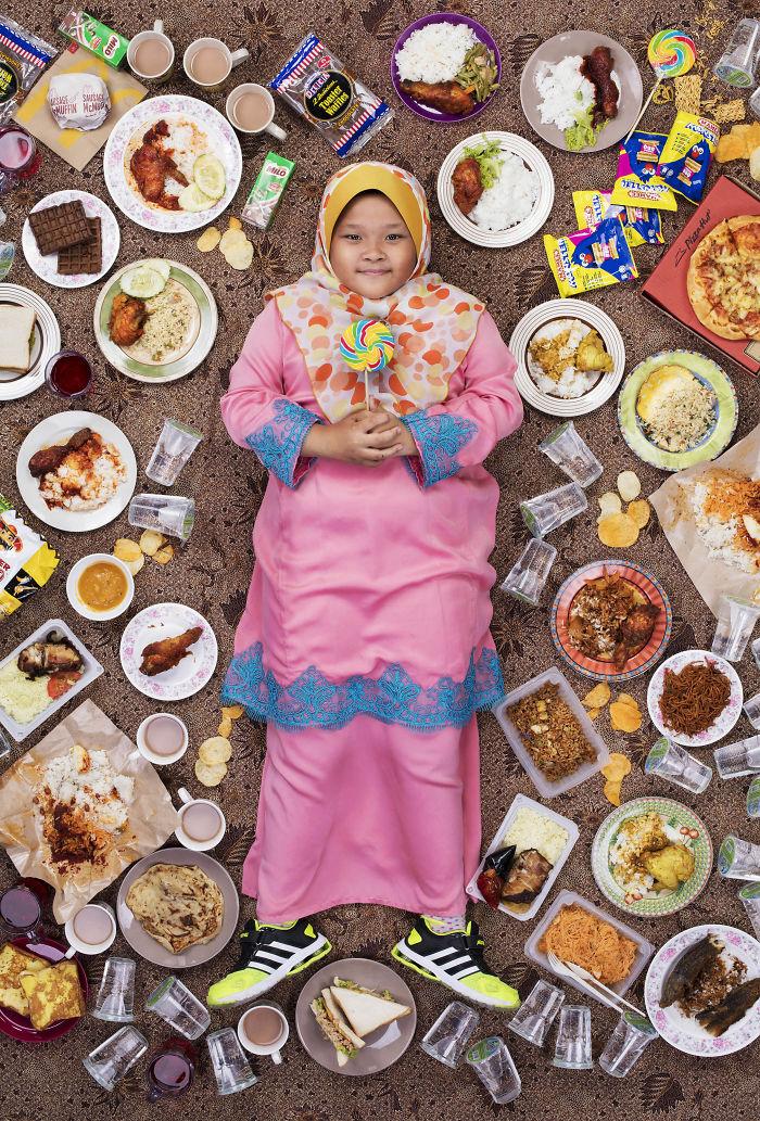 kids surrounded weekly diet photos daily bread gregg segal 13 5d11c0ef6b6cb 700 - O que crianças de países e culturas diferentes comem?