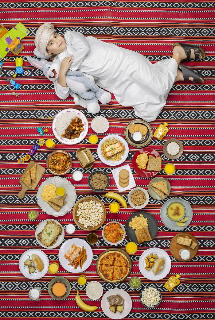 kids surrounded weekly diet photos daily bread gregg segal 14 5d11c0f2d1a57 700 - O que crianças de países e culturas diferentes comem?