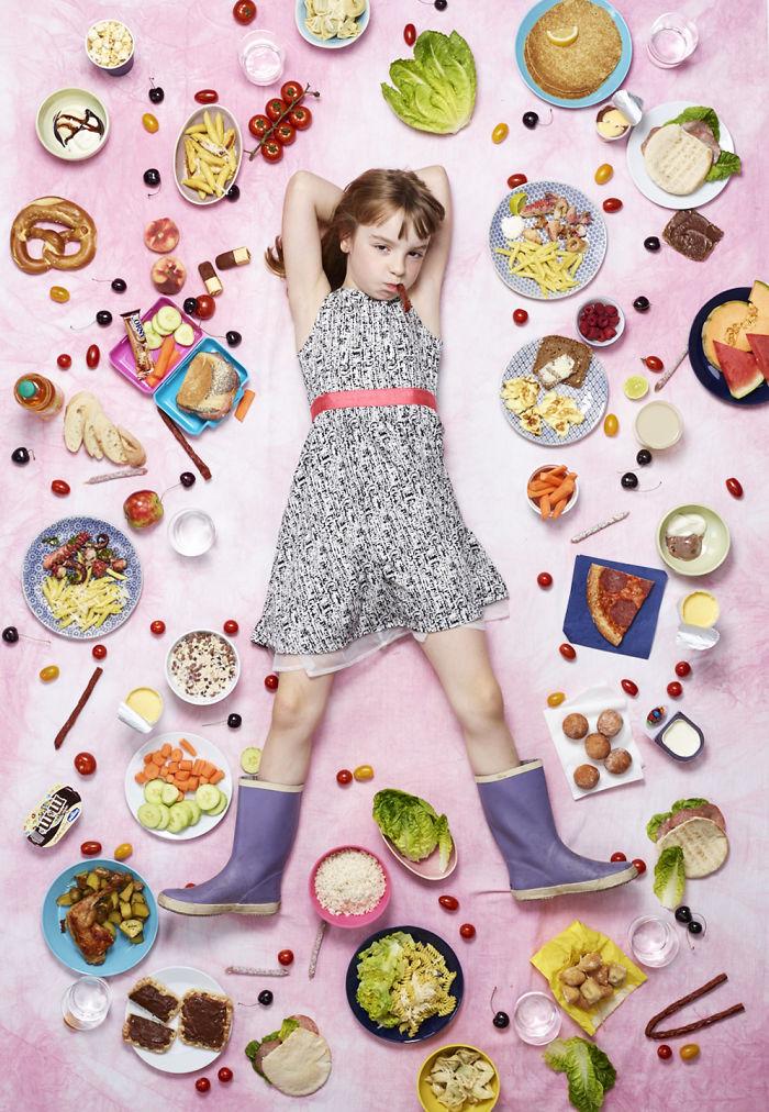 kids surrounded weekly diet photos daily bread gregg segal 15 5d11c0f5923fa 700 - O que crianças de países e culturas diferentes comem?