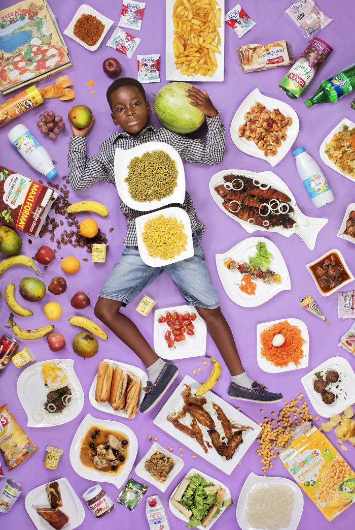 kids surrounded weekly diet photos daily bread gregg segal 16 5d11c0f83ee79 700 - O que crianças de países e culturas diferentes comem?