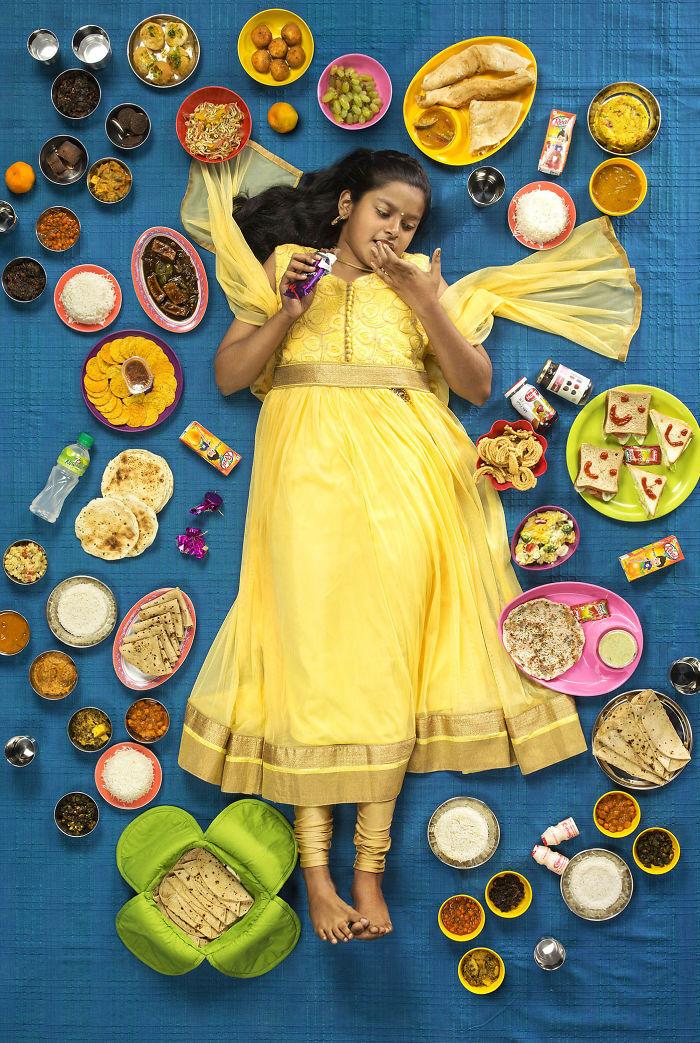 kids surrounded weekly diet photos daily bread gregg segal 9 5d11c0e21f05b 700 - O que crianças de países e culturas diferentes comem?