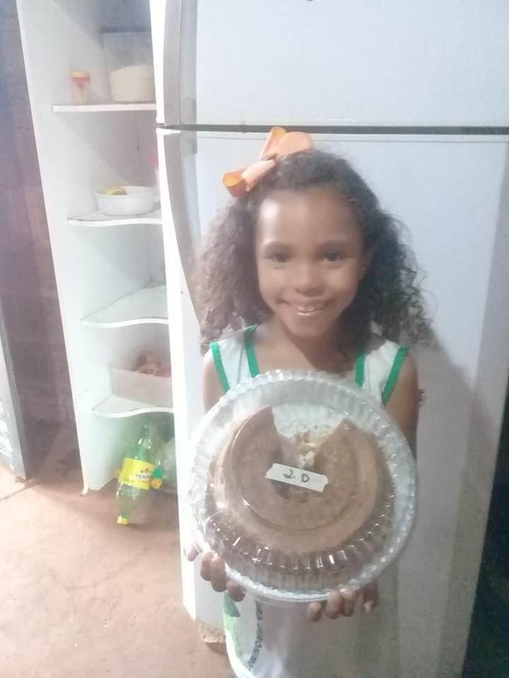 mae desabafa apos filha voltar com bolo quase inteiro de festinha na escola 1 - Mãe desabafa após filha voltar com bolo quase inteiro de festinha na escola
