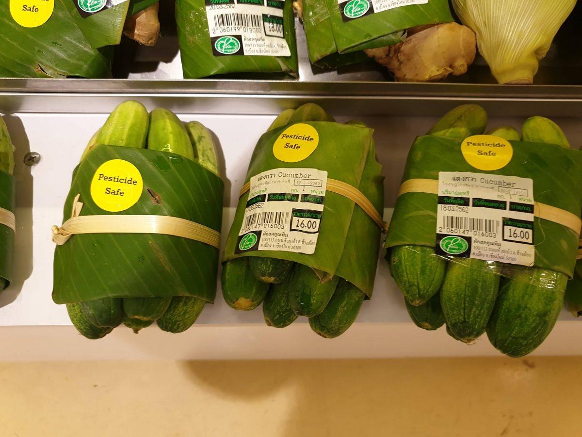 54358245 2334207190157696 7956227994429685760 o scaled - Supermercado na Tailândia troca embalagem plástica por folhas de bananeira