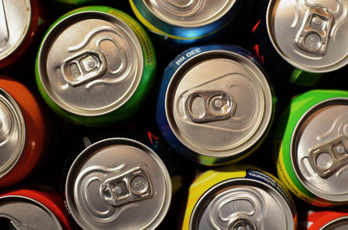 drinks supermarket cans beverage 3008 scaled - Estes são os 10 alimentos mais perigosos que você consome regularmente