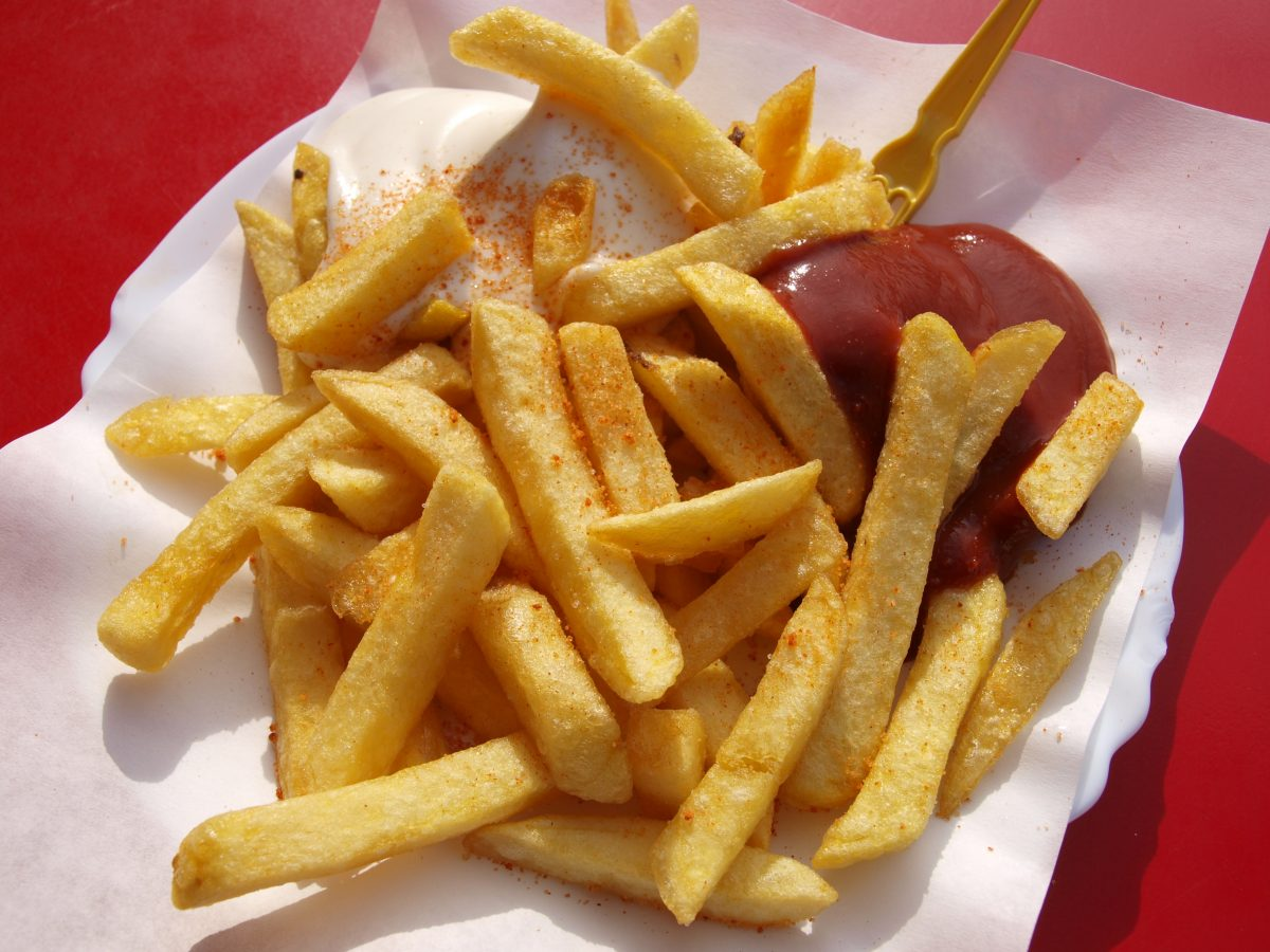 food french fries fries catsup 115740 scaled - Estes são os 10 alimentos mais perigosos que você consome regularmente