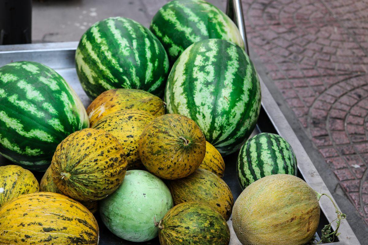 loren joseph eSYn5ScIvaY unsplash scaled - 10 Alimentos que você não deveria guardar na geladeira, mas guarda