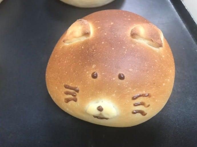 japanese bakery makes corgi butt buns stuffed with jam or custard 01 1 - Padaria japonesa faz pães em forma do traseiro fofíssimo de um Corgi!