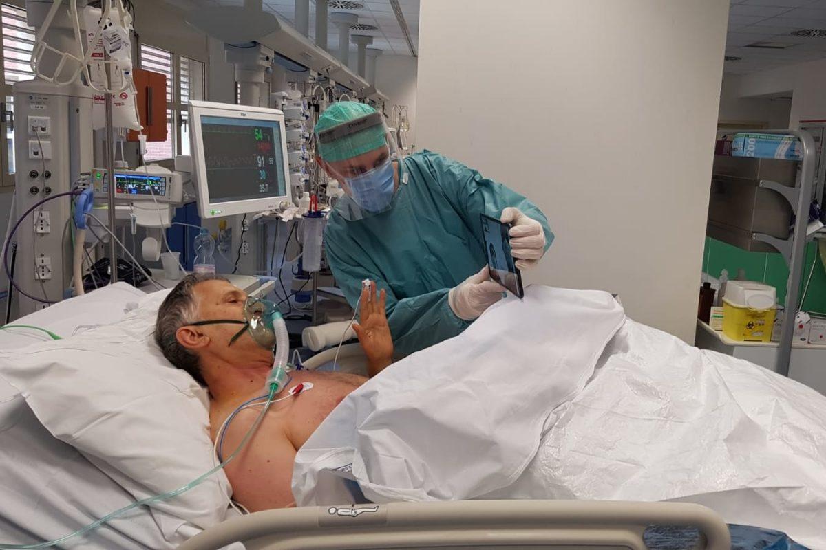 16Italy Bodies05 superJumbo scaled - Campanha na Itália permite que pacientes terminais com covid-19 se despeçam de seus familiares