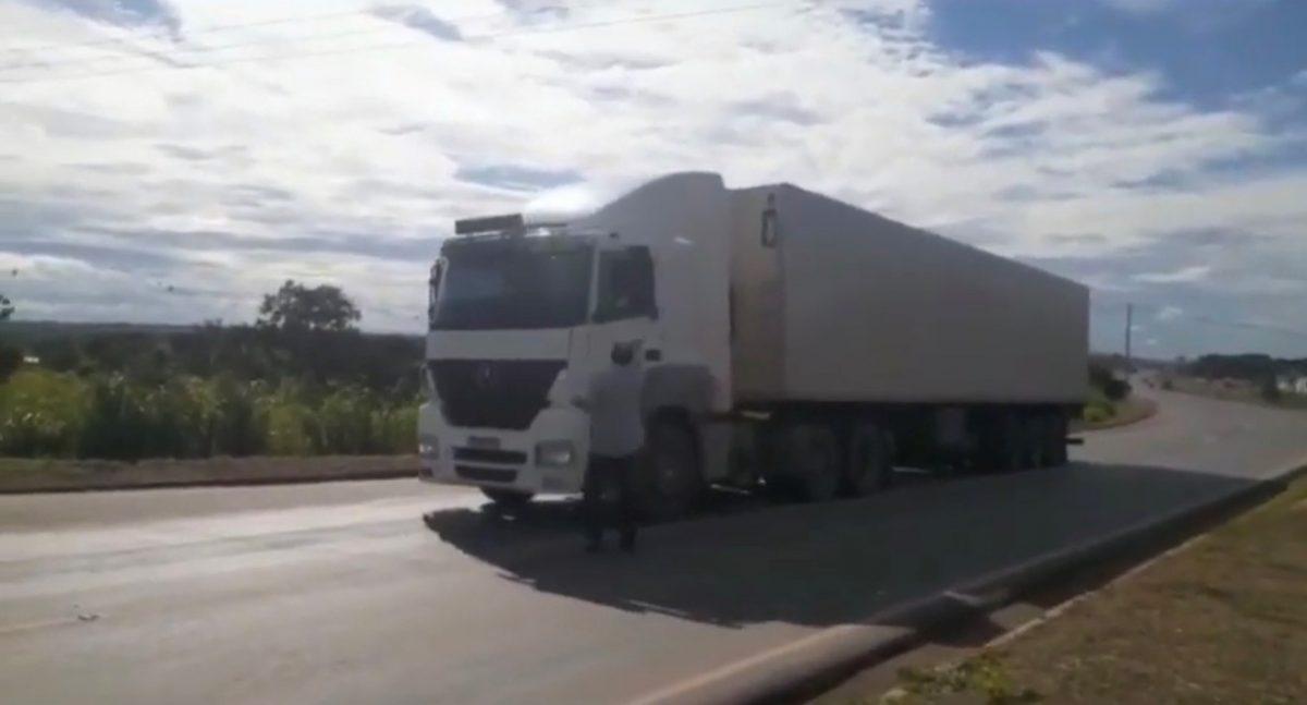 IMG 5102 scaled - Churrascaria doa marmitas aos caminhoneiros que sofrem devido a pandemia