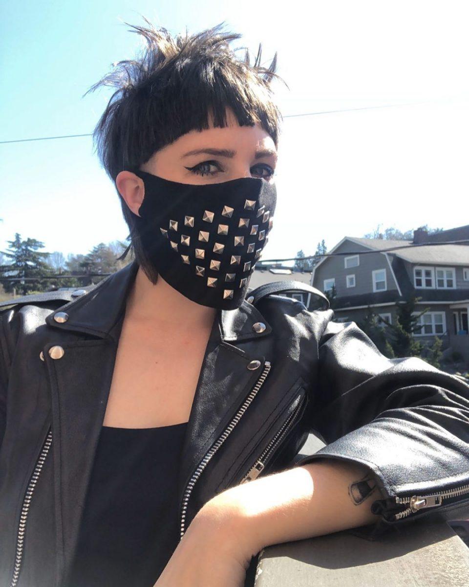 92693089 565971730710761 2788645271370269808 n scaled - Pessoas mostram máscaras criativas para usar durante a pandemia