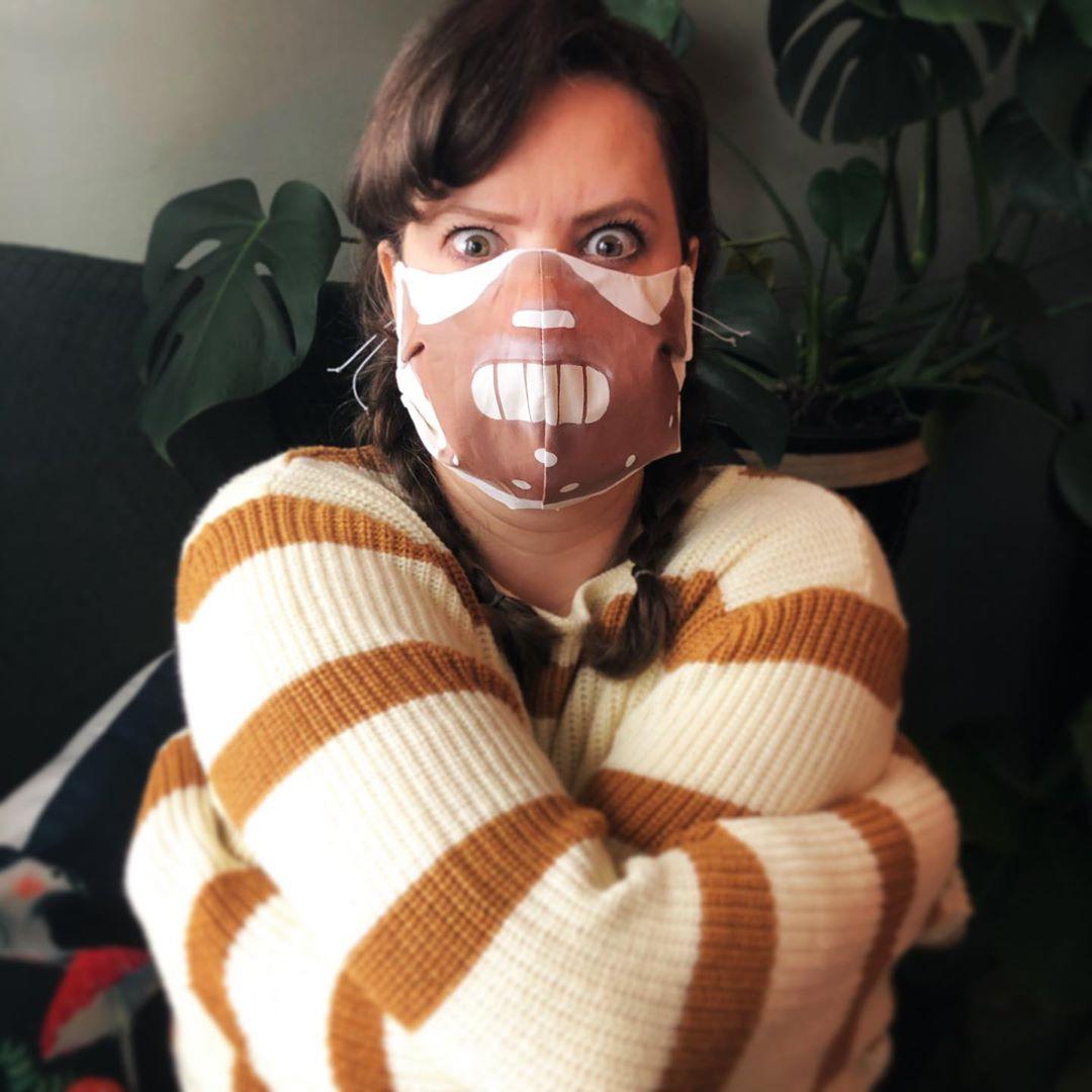 92703540 515090255850708 9066010636125359739 n - Pessoas mostram máscaras criativas para usar durante a pandemia