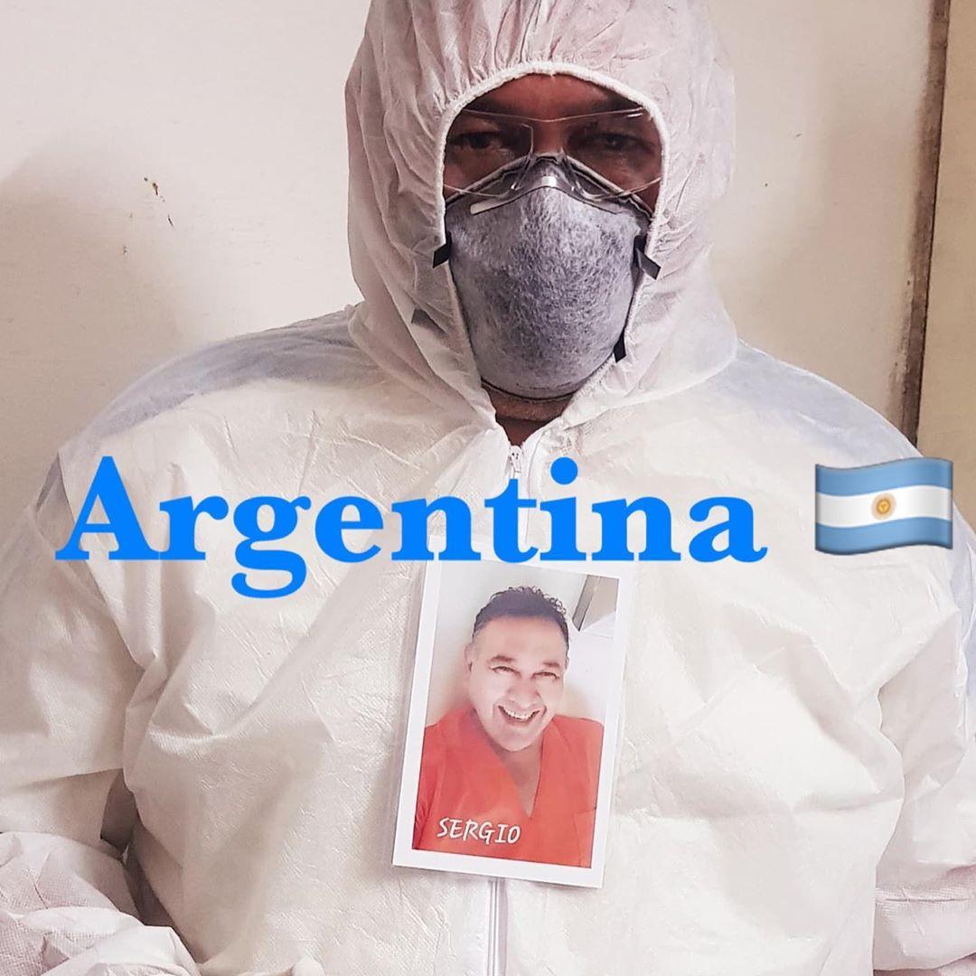 93016519 2676056432521083 2503187740830262376 n - Profissionais da saúde colocam fotos sorrindo em suas roupas para humanizar atendimento a covid-19