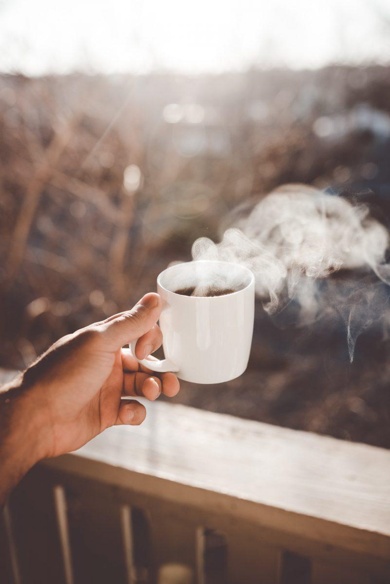 clay banks wkd7XBRfU4 unsplash scaled - Apenas sentir o cheiro de café já diminui o estresse, revelam pesquisadores