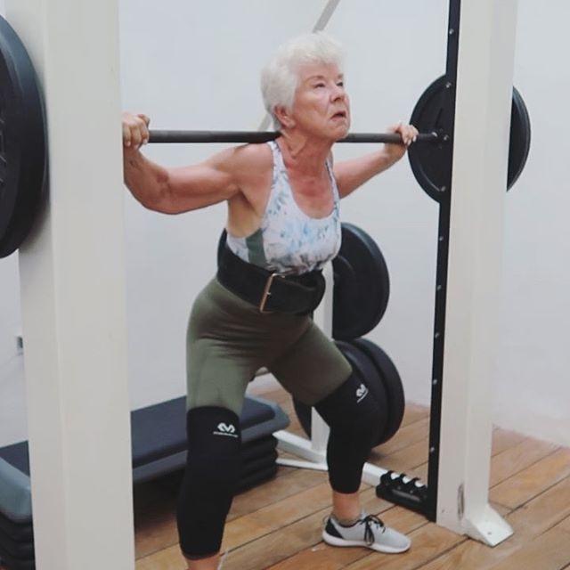 65321899 399405490687820 1977851678575853502 n - Mulher de 74 anos transforma seu corpo e o resultado é inspirador
