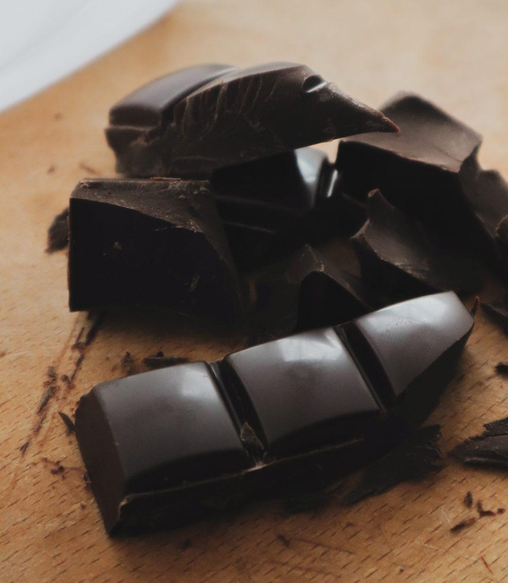 taisiia shestopal CrZVpPSDKaE unsplash 1 scaled - Comer chocolate alivia os sintomas de TPM?