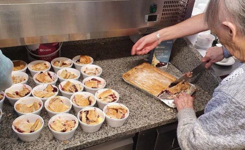 114965402 14dfe50e 09ca 4ff6 9154 4fe1b3325706 - Senhora de 89 anos desafia a idade fazendo tortas para doar aos necessitados