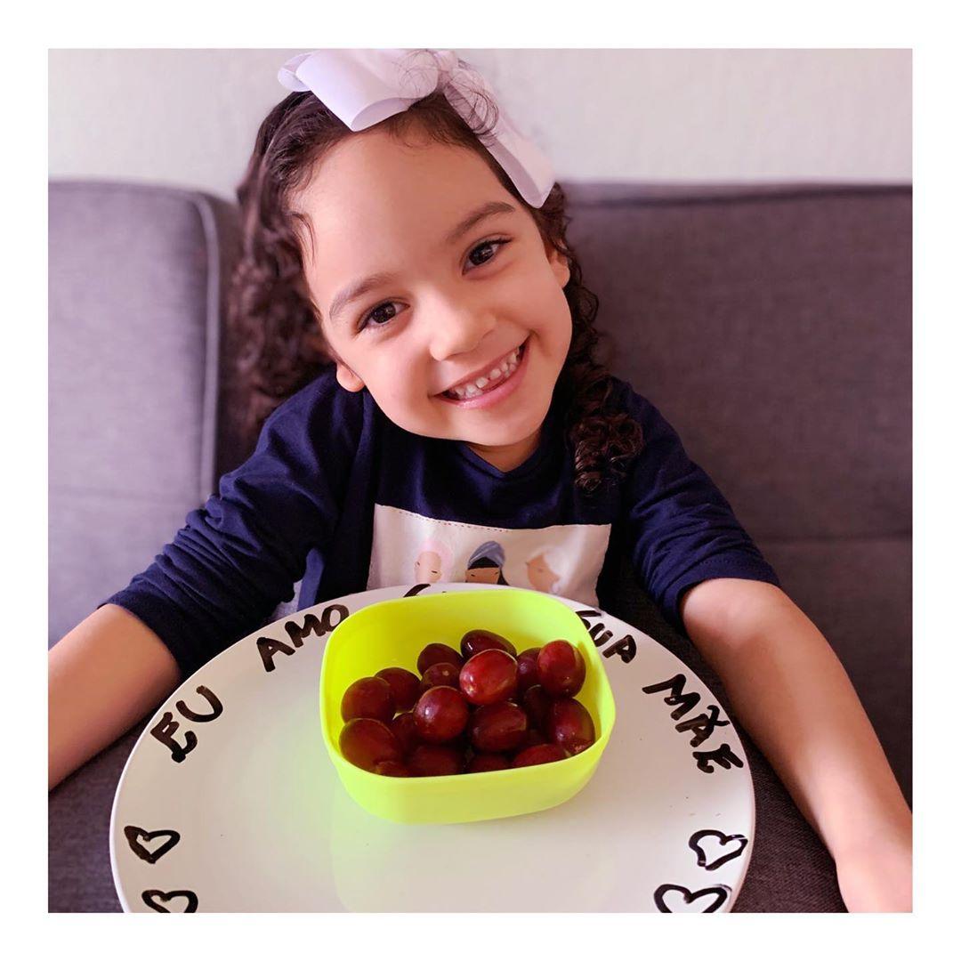 121569589 390793175628306 8783112797994725077 n - Mãe deixa mensagens de amor e respeito em todas as refeições da filha