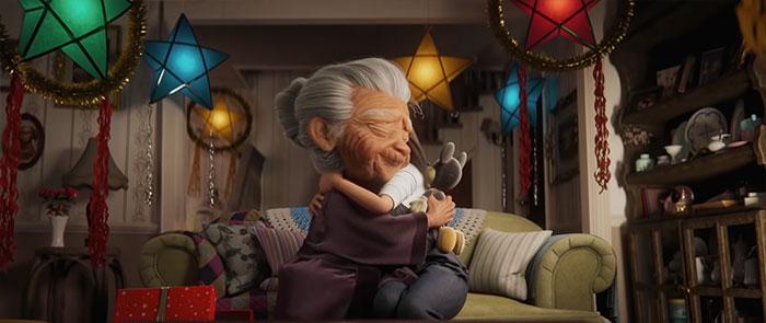 disney uk christmas ad filipino grandma and mickey 1 5faa5d80b0472 700 - Anúncio de Natal da Disney está fazendo todo mundo chorar de emoção
