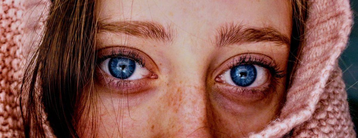 pexels jenna hamra 1054422 scaled e1605555877563 - O que seus olhos dizem sobre você? Descubra mais da sua personalidade pela forma deles