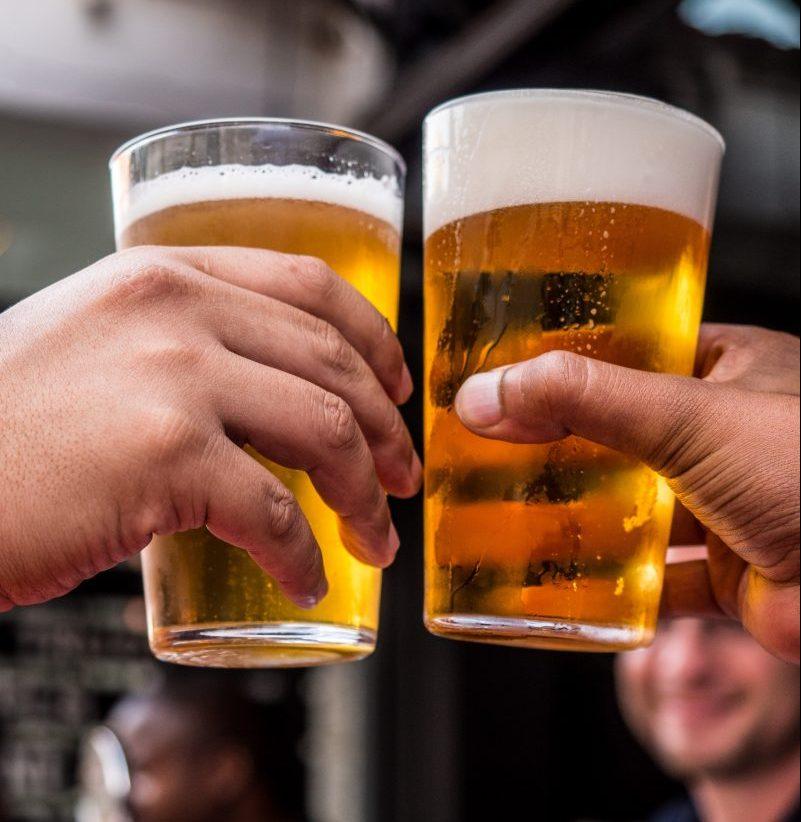 pexels tembela bohle 1089930 scaled e1606420438112 - Quem bebe cerveja ou café tem mais chance de passar dos 90 anos, indica estudo