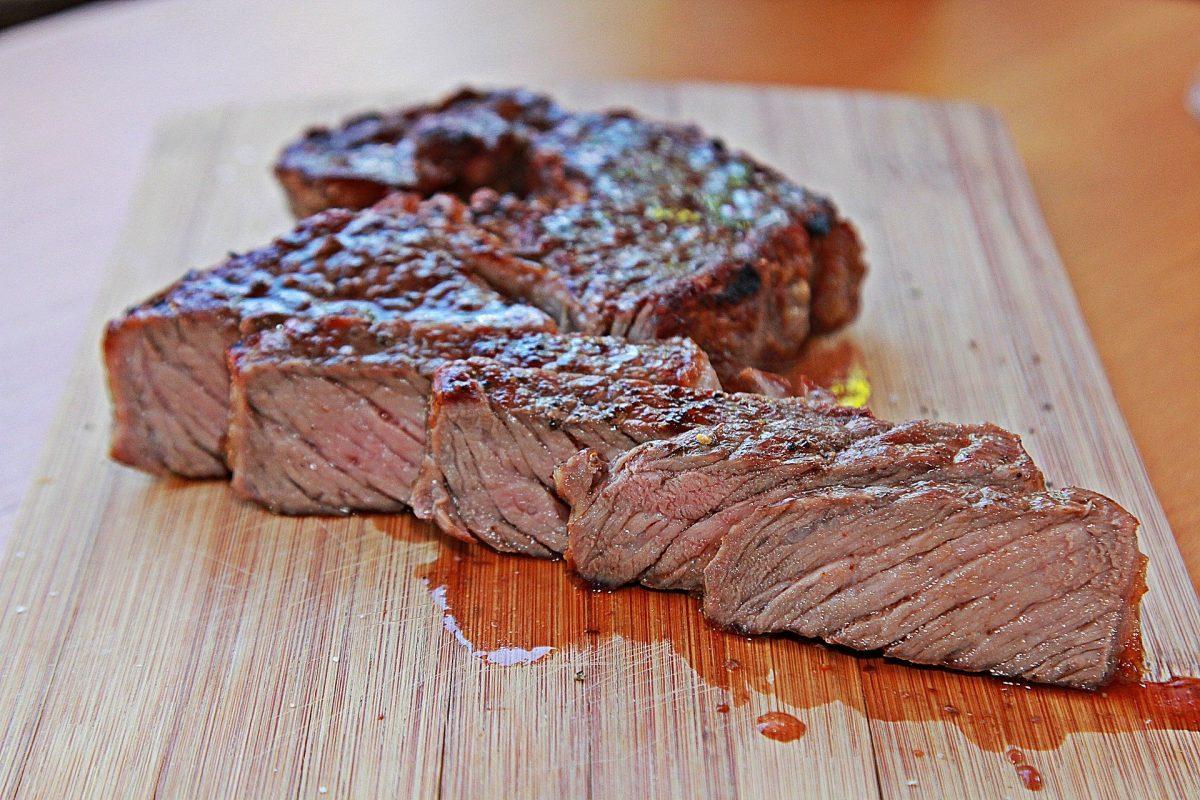 steak 4308529 1920 scaled - Desvende 7 mitos sobre alimentos que você consome e acredita que são verdadeiros