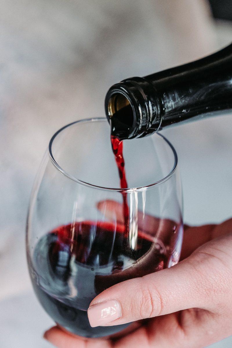 jeff siepman hK9hIPgF3QU unsplash scaled - O tanino do vinho pode ajudar a combater a COVID-19, segundo pesquisadores