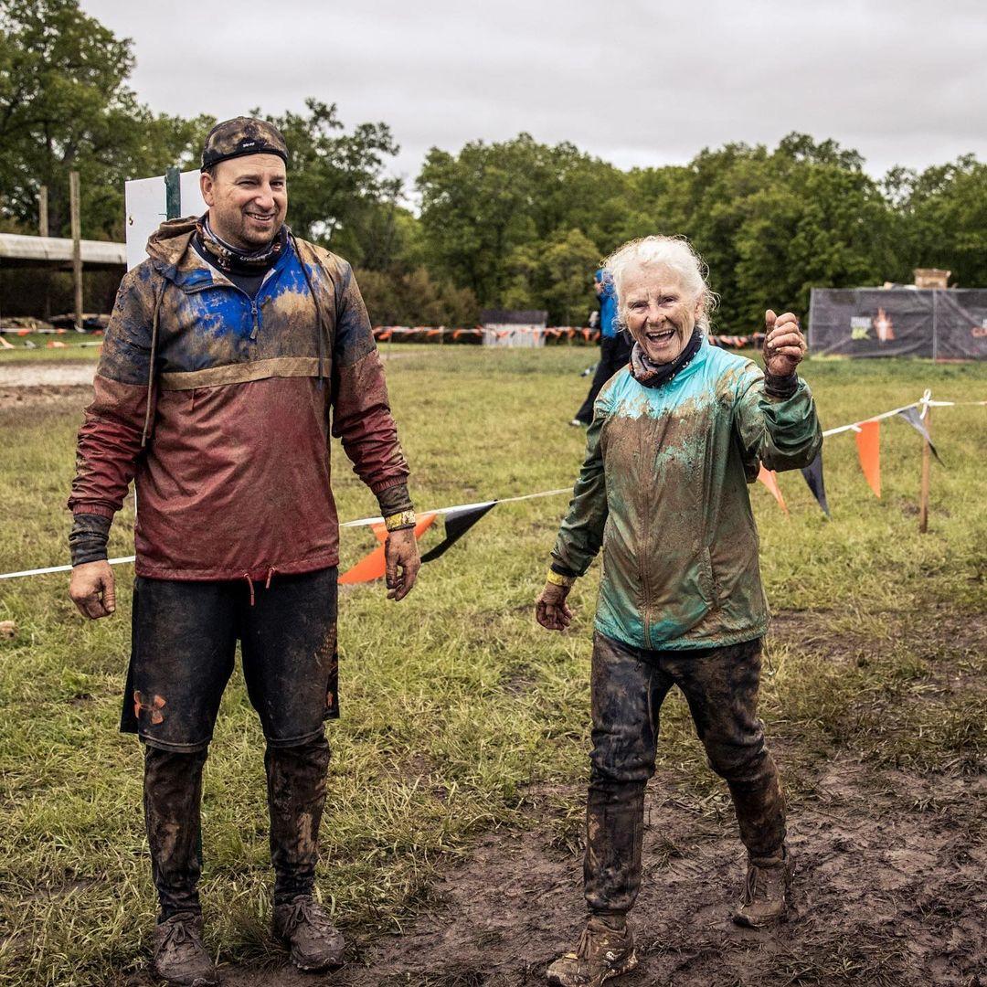 mulher de 81 anos completa sua segunda corrida com obstaculos enormes 3 - Mulher de 81 anos completa sua segunda corrida com obstáculos enormes