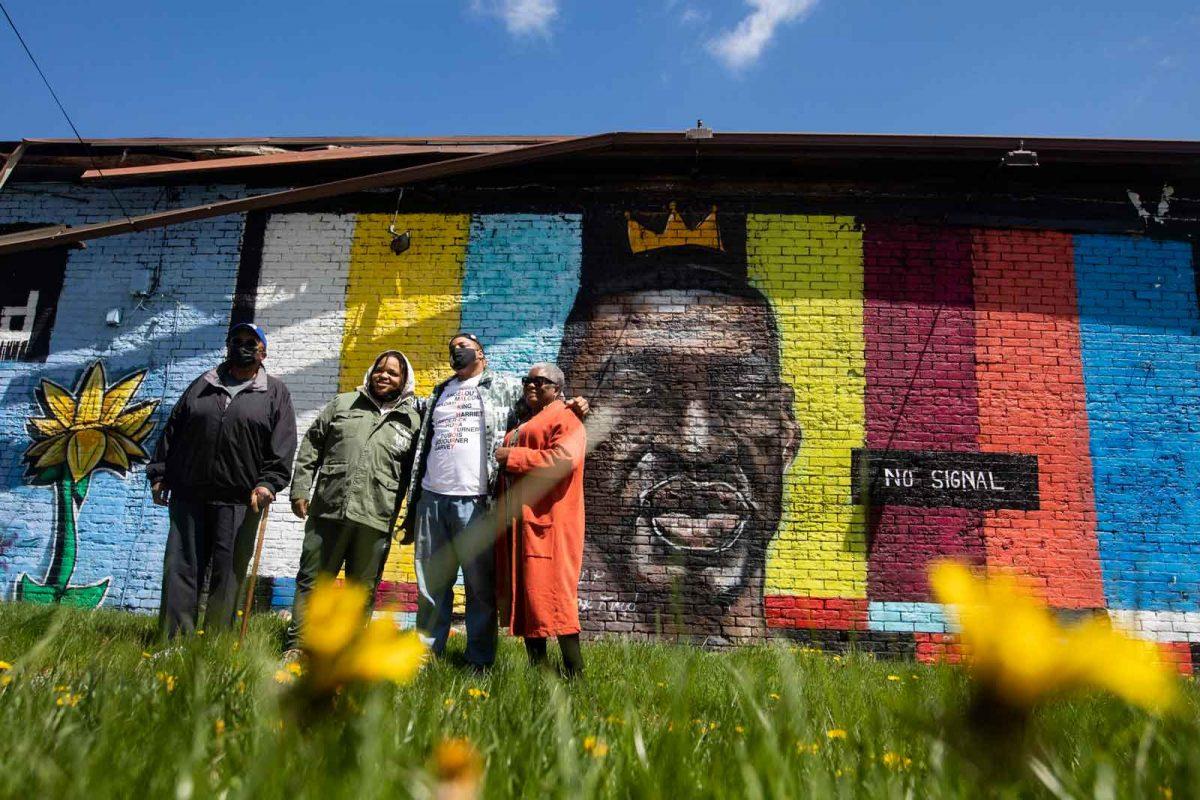 mural em homenagem a george floyd em foi destruido por relampago dizem as autoridades 2 scaled - Mural em homenagem à George Floyd foi destruído por relâmpago, dizem as autoridades