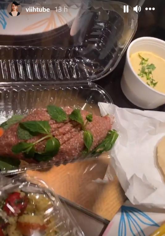 "ex bbb viih tube mostra detalhes de jantar luxuoso carne folheada com ouro 2 - Ex-BBB Viih Tube mostra detalhes de jantar luxuoso: ""Carne folheada com ouro"""