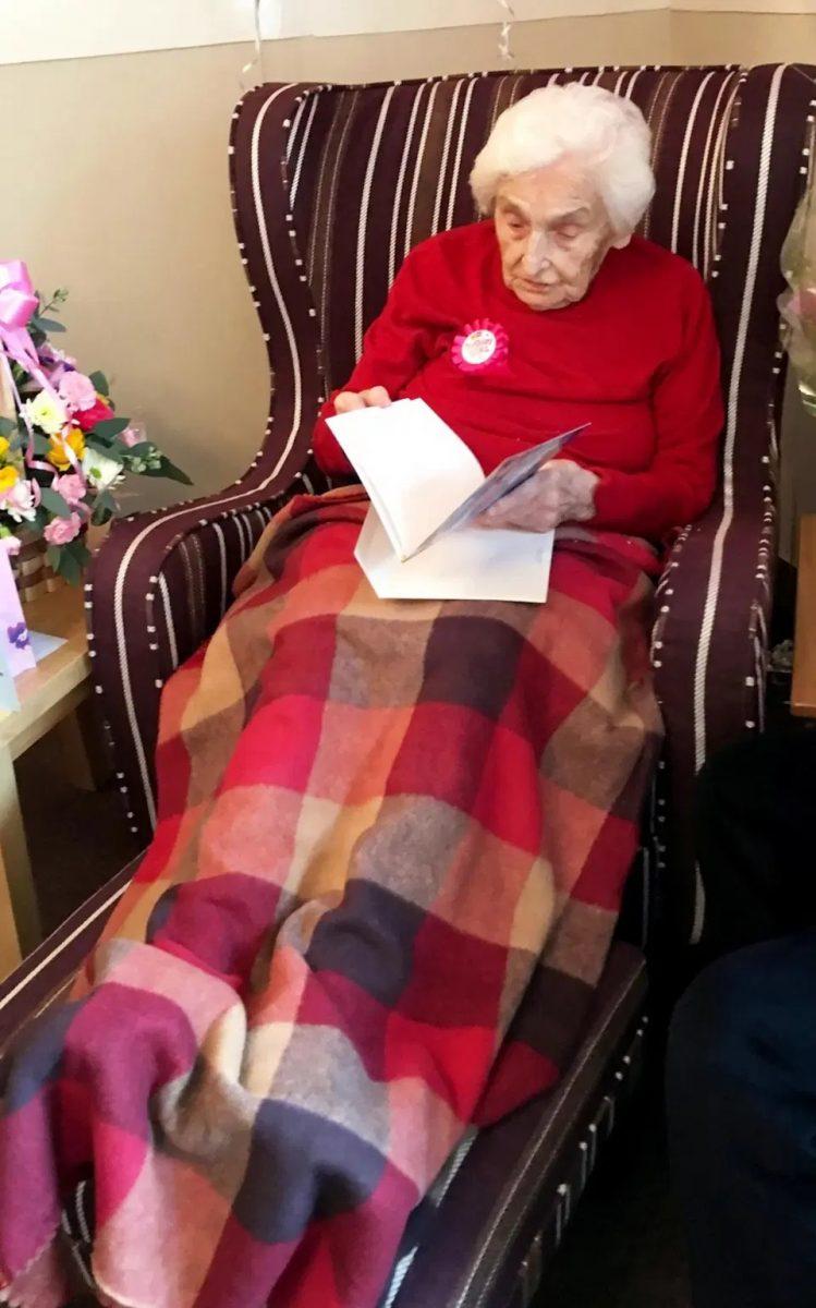 mulher de 105 anos afirma que ser solteira e o segredo para a vida longa 2 scaled - Mulher de 105 anos afirma que ser solteira é o segredo para a vida longa