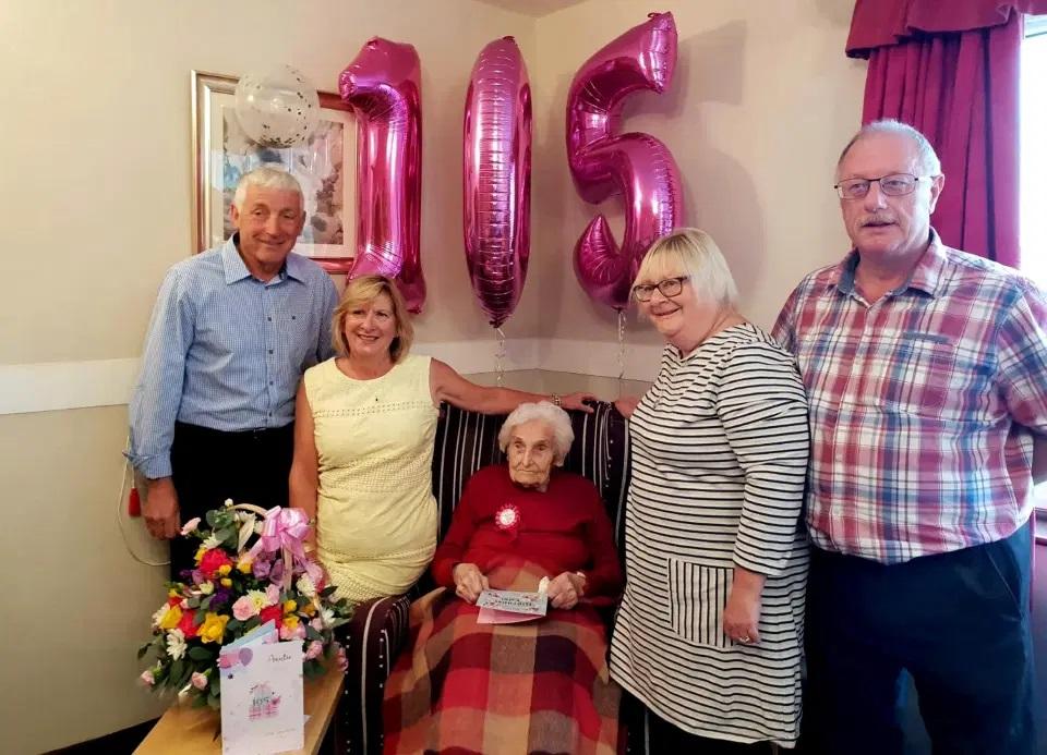mulher de 105 anos afirma que ser solteira e o segredo para a vida longa 3 - Mulher de 105 anos afirma que ser solteira é o segredo para a vida longa