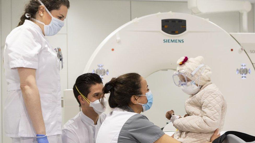 terapia pioneira conseguiu apagar tumor cerebral de menina de 7 anos - Terapia pioneira conseguiu 'apagar' tumor cerebral de menina de 7 anos