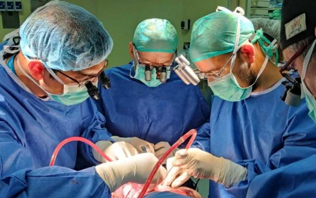 irmas gemeas unidas se veem pela primeira vez depois de cirurgia que separou suas cabecas 2 - Irmãs gêmeas unidas se veem pela primeira vez depois de cirurgia que separou suas cabeças