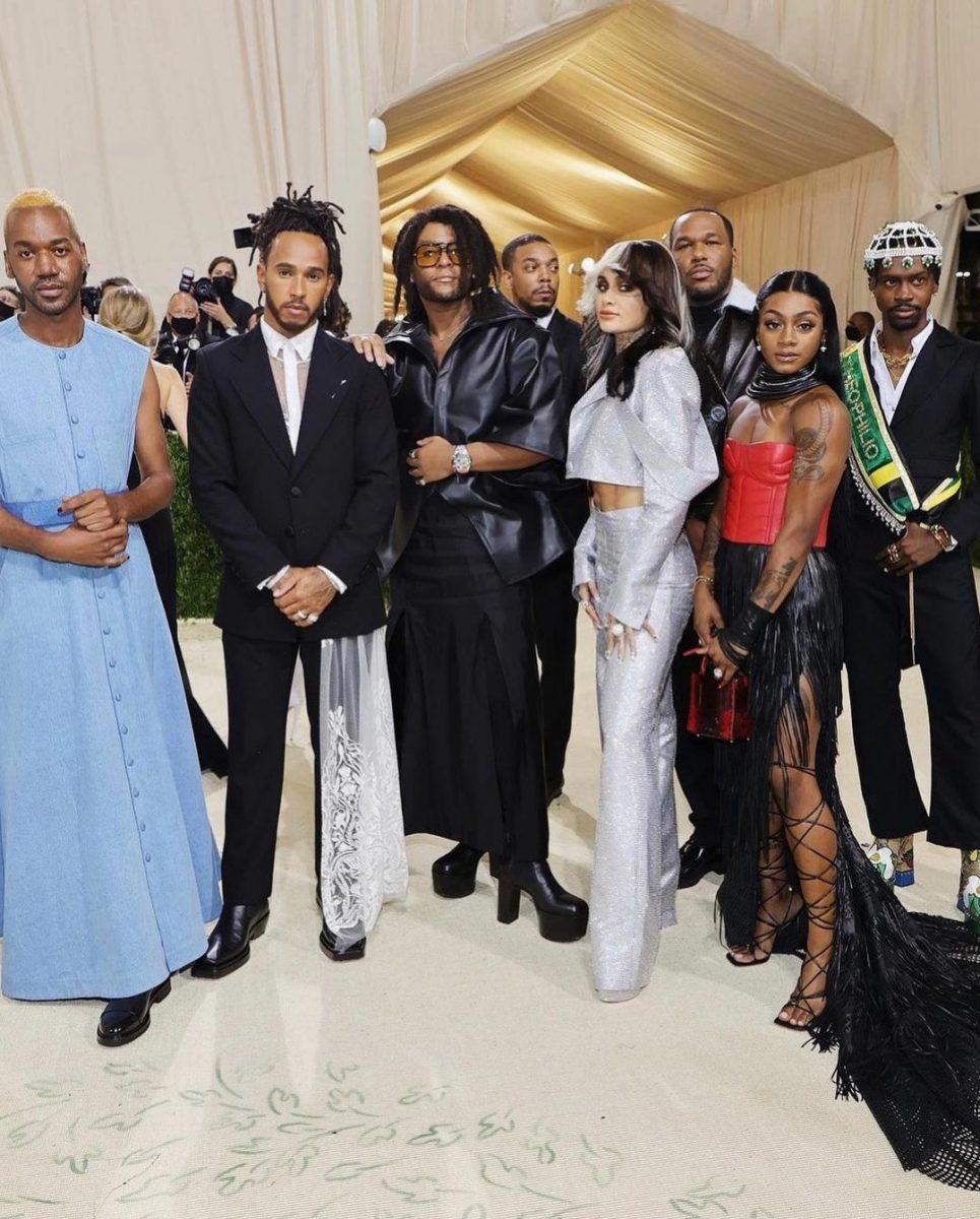 lewis hamilton convidou designers negros emergentes para sua mesa do met gala 2021 2 scaled - Lewis Hamilton convidou designers negros emergentes para sua mesa do Met Gala 2021