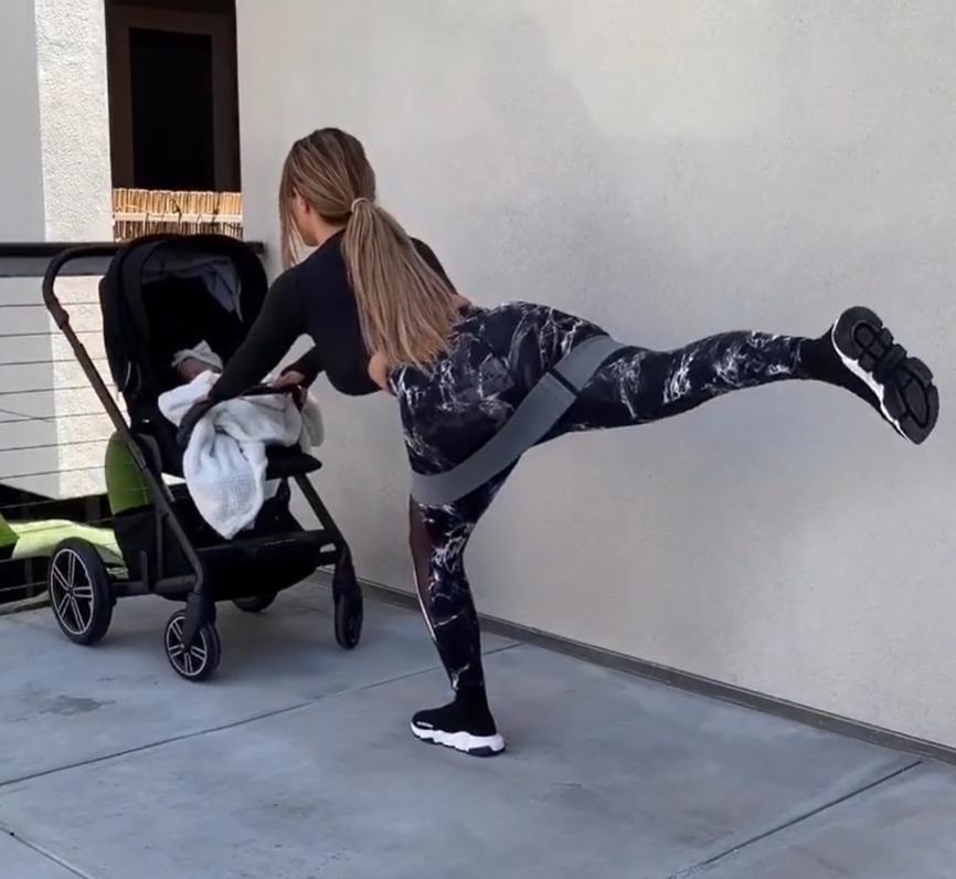 """voce nao precisa ser gorda mae e criticada por promover exercicios pos parto - """"Você não precisa ser gorda"""": mãe é criticada por promover exercícios pós-parto"""